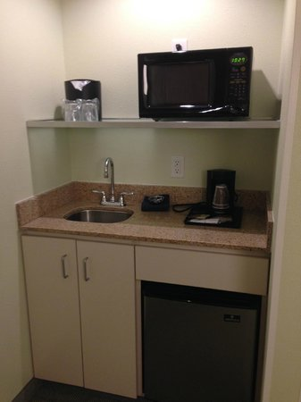 SpringHill Suites Charleston North/Ashley Phosphate : Kitchenette