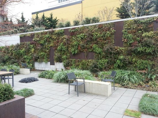 Hotel Modera: Vertical Garden