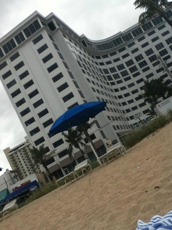 Sonesta Fort Lauderdale Beach: The hotel from the beach