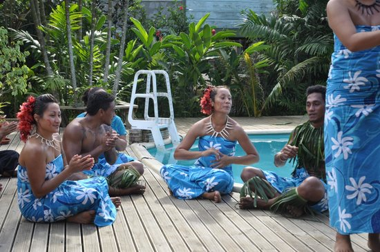 Samoan Outrigger Hotel: All these beautiful Samoan songs .............and singers