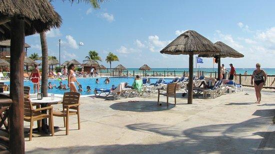 Allegro Playacar : piscine pres de la plage et resto-bar