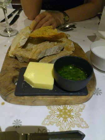 The Old House Restaurant: bread with garlic and herb oil