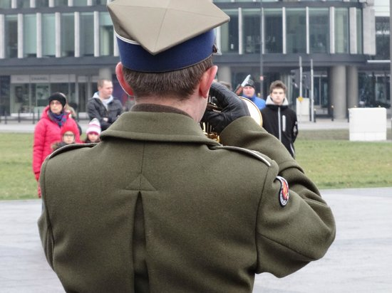 Tomb of the Unknown Soldier (Grob Nieznanego Zolnierza): Changing of the guard - bugler