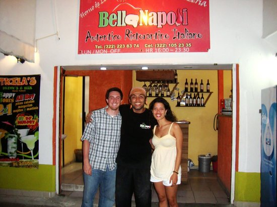 Bella Napoli: Our picture with the chef at the entrance