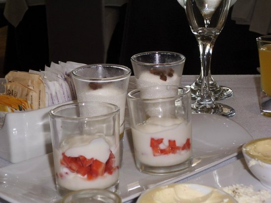 Restaurante Benazuza: Shooters of fruits and white chocolate