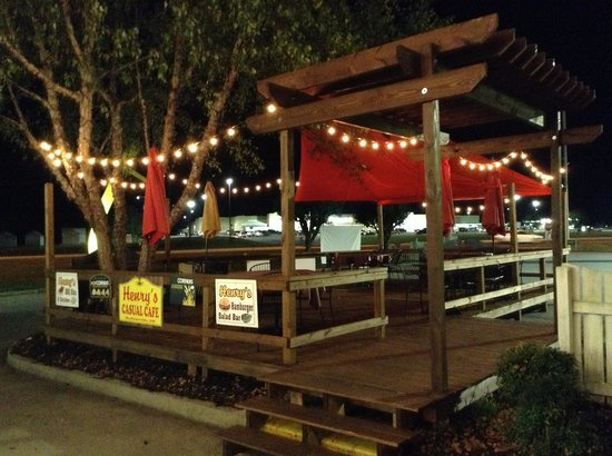 Henry's Casual Cafe: Outside Deck