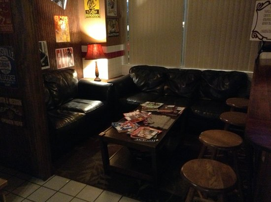 Henry's Casual Cafe: Waiting area