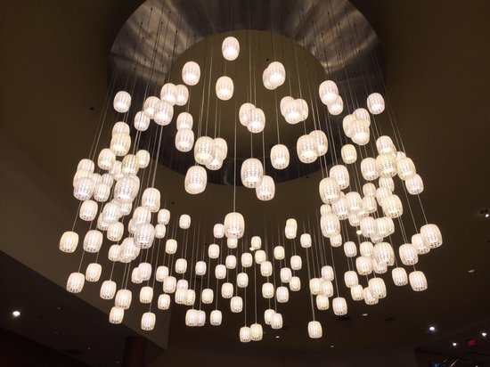 Hyatt Regency Santa Clara: Foyer lighting.