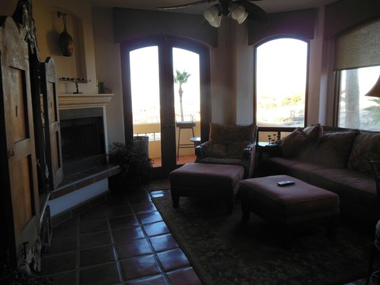 Bobby's Baja by the Sea: Family Room looking to ocean