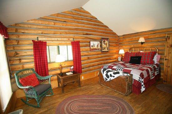 Vee Bar Guest Ranch: Cabin interior