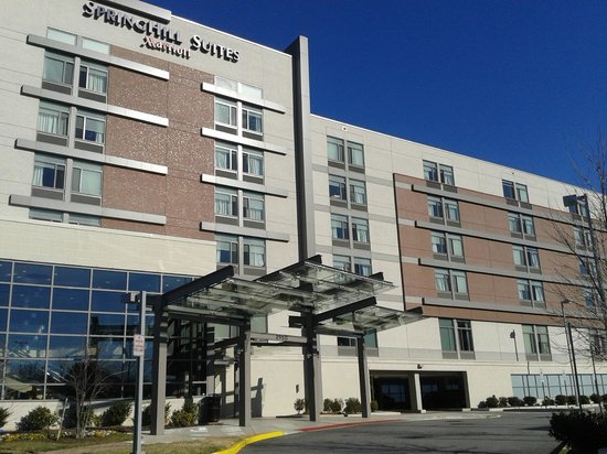 SpringHill Suites Alexandria Old Town/Southwest: Main entrance of the hotel.