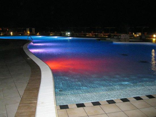 Royal Decameron Boa Vista: Piscine le soir