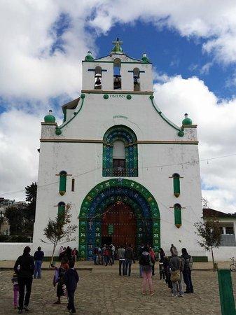 San Juan Chamula: Fachada de la Iglesia de San Juan