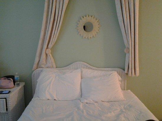 Marco Island Lakeside Inn : Ansicht Bett