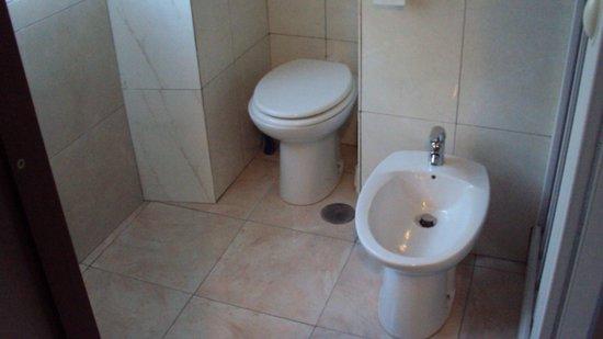 Hotel Antico Acquedotto: baño de lujo