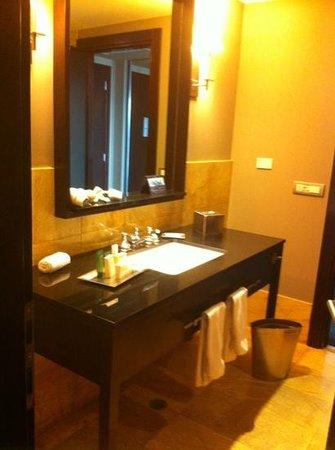Hilton Mexico City Reforma: baño amplio y limpio