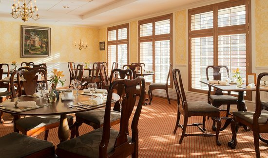 Deerfield Inn: Our restaurant for breakfast