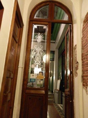 El Viajero Colonia Hostel & Suites: entrada