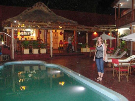 Tupa Hotel Boutique: Pileta y Barcito