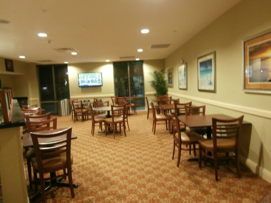Comfort Suites Palm Bay : Breakfast area off the lobby