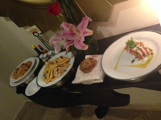 Secrets Maroma Beach Riviera Cancun: Room service deliver at 1 AM!!