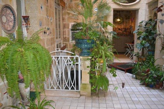 Palazzo Citta Valletta / Palazzo Valletta Suites: Courtyard