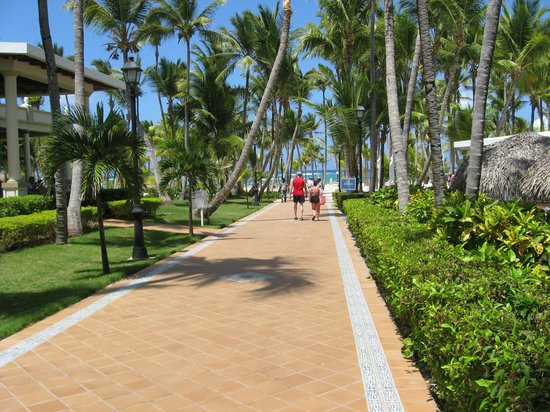 ClubHotel Riu Bambu: Walk between hotels