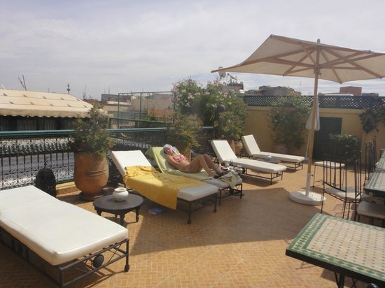 Riad Karmela: sun bathing on the roof terrace