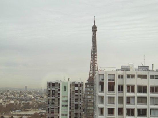 Novotel Paris Centre Tour Eiffel: Tower (daytime) view from room 3017.