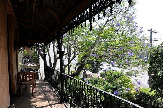 TARA Guest House: Relaxing on the verandah