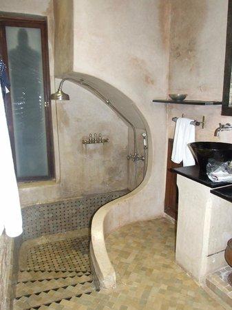 La Villa Nomade : sale de bain de la chambre marco polo