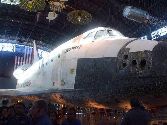 Smithsonian National Air and Space Museum Steven F. Udvar-Hazy Center: Space shuttle Discovery
