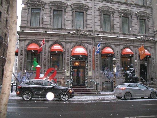 LHotel : Front entrance