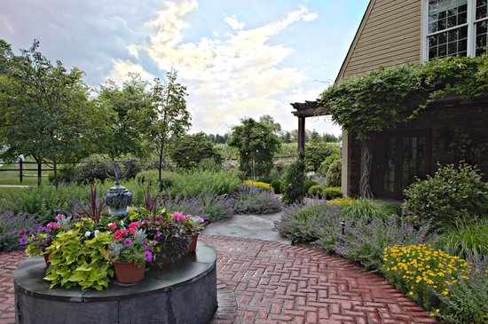Washington Crossing, PA: Gardens at Crossing Vineyards and Winery