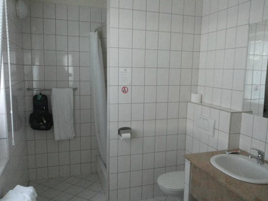 TOP HOTEL Praha: bathroom was with window