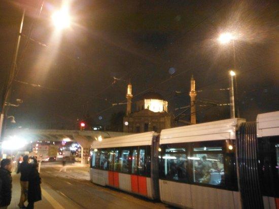 Berk Guest House : tramway istanbuliote : rapide et moderne