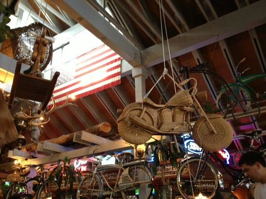 Rosie's Cafe: Wicker motorcycle at Rosie's in Tahoe City