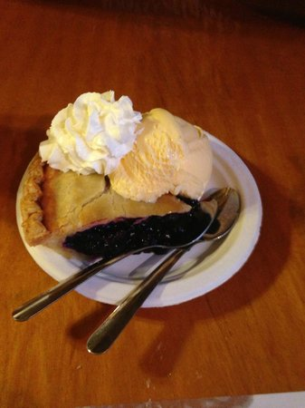 Fisherman's Catch Restaurant : Had to have the blueberry pie a-la-mode - with the blueberry beer