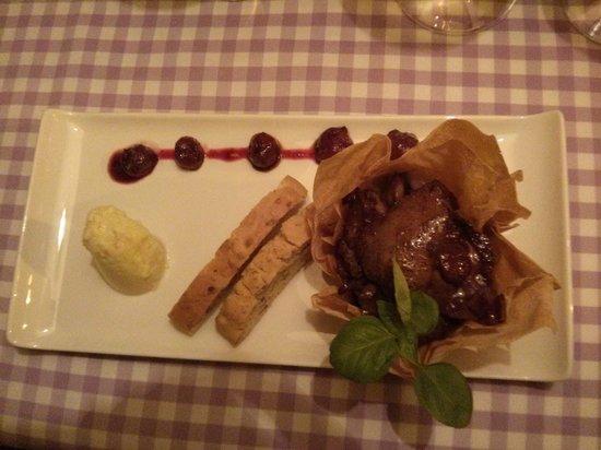 La Maddalena Restaurant: Pasta and salmon