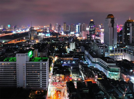 Baiyoke Suite Hotel : Night Bangkok. 3