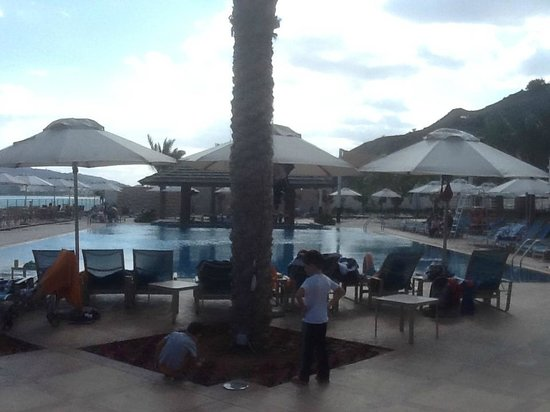 Oceanic Khorfakkan Resort & Spa: Oceanic Hotel Pool