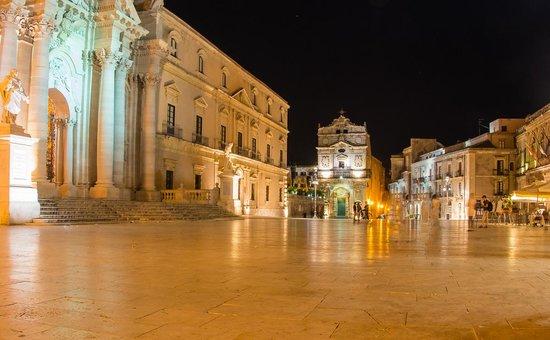 Aretusa Vacanze : Duomo piazza