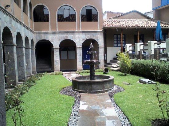Casa Andina Standard Cusco San Blas: salida del comedor y vista