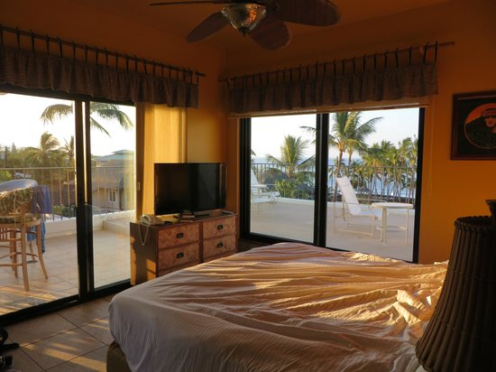 Outrigger Royal Sea Cliff: view from bedroom to terrace