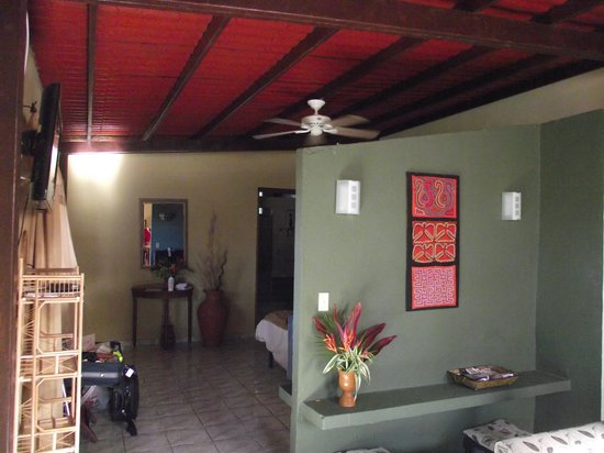 The Golden Frog Inn : 2 Bedroom Suite Room