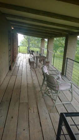 The Windmill Country Retreat: Porch area