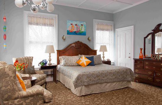 Admiral Sims' House : Ocean Room - King bed & private bath
