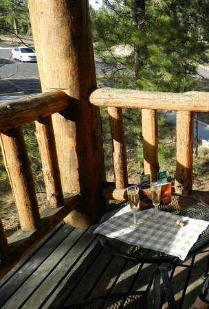 Bryce Canyon Lodge : Birthday toast on room balcony