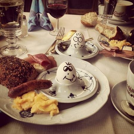 Hotel Goldener Hirsch : breakfast time