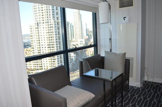 Manchester Grand Hyatt San Diego: Nice seating area by the window